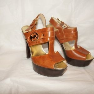 MICHAEL  Michael Kors sandals platform 6.5